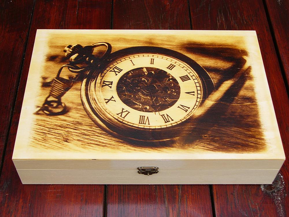 Egyedi fa doboz égetett képpel